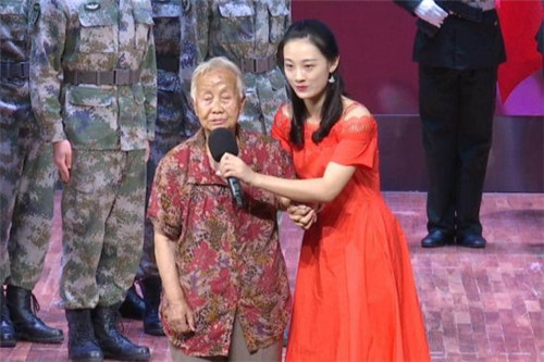 方志敏烈士的女儿方梅老人为大家上爱国主义红色思政课