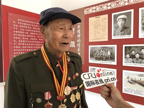 曹凯接受记者采访