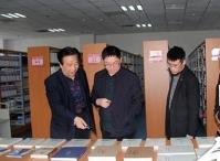 中共洪洞县党史研究中心为县图书馆捐赠万博体育manbet网页书籍