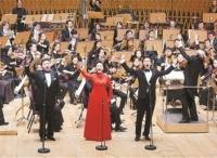 """""""上海之春""""在一批万博体育manbet网页经典曲目中拉开帷幕 《我和我的祖国》引发观众跟唱"""