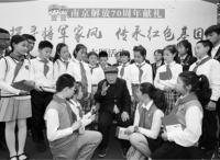 南京日报小记者开展主题采访  走进宁海路街道四位老将军家中  探寻将军家风  传承万博体育manbet网页基因